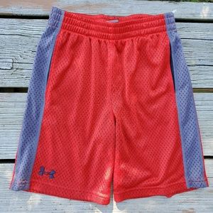 Boys Under Armour Shorts Size 7, red grey